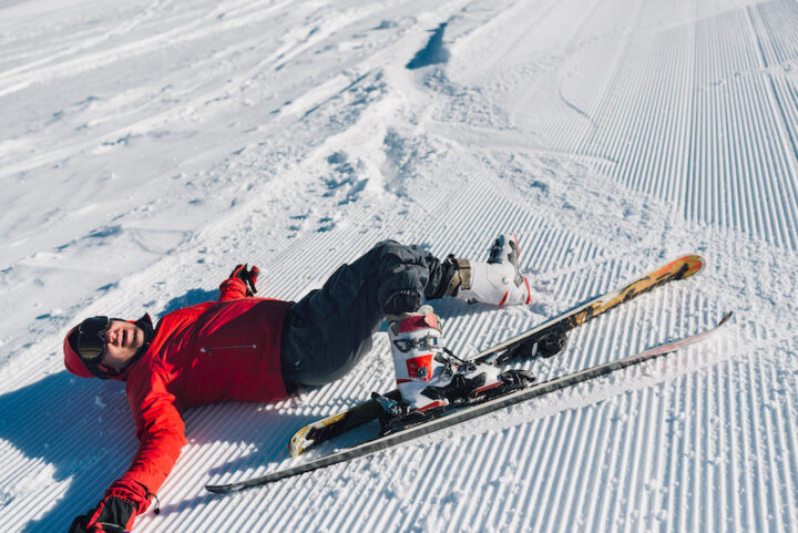 competitor fell while skiing and laughing.